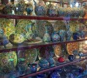Den handcrafted härliga och färgrika iraniern, kallar de det emalj, dem planläggs mycket försiktigt av iranska konstnärer royaltyfria bilder