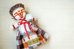 Den handgjorda textildockan, trasdockan 'Motanka' i etnisk stil, forntida kulturfolk tillverkar tradition av Ukraina Fotografering för Bildbyråer