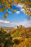 Den Harlech slotten i Wales, Förenade kungariket, serie av Walesh rockerar Arkivbild