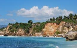Den Heautiful ön seglar utmed kusten Royaltyfri Fotografi