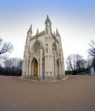 Den helgonAlexander Nevsky Orthodox kyrkan (gotiskt kapell) i Alexandria parkerar okhtinsky petersburg russia för bro saint Royaltyfria Foton