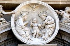Den heliga familjen, barock, marmor, roundel Arkivbilder