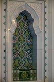 Den heliga quranen bokar på en hylla i moskén - 1 Royaltyfri Bild