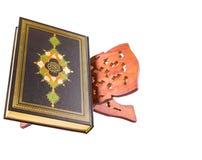 Den heliga quranen på bokställning III Arkivfoto