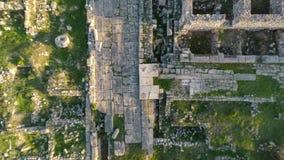 Den heliga vägen nära den Apollo Temple sikten från vertikal start för surr, Didim, Turkiet Antenn 4k arkivfilmer