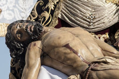 Den heliga veckan i Seville Jesus dog i armarna av hans moder, brödraskap av Baratillo Royaltyfri Foto