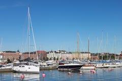 Den Helsingfors segelbåttillflyktsorten Arkivfoton