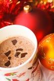 Den hemlagade drinken för varm choklad med mjölkar royaltyfri fotografi