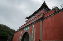 Den himla- sydliga porten av berget taishan Royaltyfria Bilder
