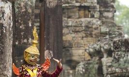 Den hinduiska guden med handgester reenacted vid en skådespelare i colorfu Royaltyfria Bilder