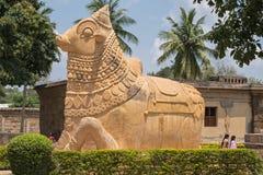 Den hinduiska tjuren Nandi, mytiskt trans. för Shiva ` s arkivfoto