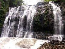 Den Hinulugang Taktak naturen parkerar i den Taktak vägAntipolo staden, Filippinerna arkivbilder