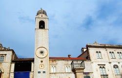 Den historiska belltoweren av den Franciscan kyrkan i Dubrovnik - UNESCOvärldsarv royaltyfria bilder
