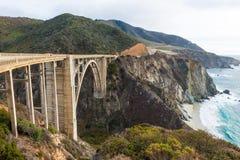 Den historiska Bixby bron.  Stillahavskustenhuvudväg Kalifornien Arkivfoto