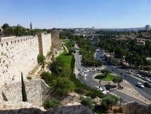 Den historiska delen av Jerusalem Defensiva befästningar av den gamla staden royaltyfri bild