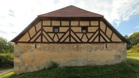 Den historiska halvan timrade ladugården i Pfaffenhofen, övrepfalzgrevskapet, Tyskland Fotografering för Bildbyråer