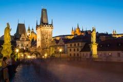 Den historiska mitten av Prague, forntida arkitektur och kulturarvet i afton Royaltyfri Foto