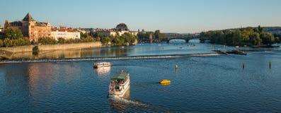 Den historiska mitten av Prague, forntida arkitektur och kulturarvet i afton Royaltyfri Bild