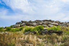 Den historiska monumentet i Zaporozhye Ukraina stengravvalv är ett styrkaställe Arkivfoto
