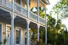 Den historiska och populära mitten och Duval gatan i i stadens centrum Key West Arkivbilder