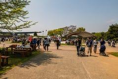 Den Hitachi sjösidan parkerar Arkivfoto