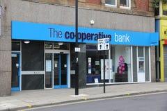 Den hjälpsamma banken Royaltyfri Foto