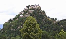 Den Hochosterwitz slotten på vaggar i österrikaren Carinthia Royaltyfri Bild