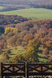 Den Holloko slotten i Ungern och hösten parkerar omkring Arkivbild