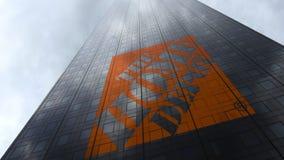 Den Home Depot logoen på reflekterande moln för en skyskrapafasad Redaktörs- tolkning 3D Arkivfoto