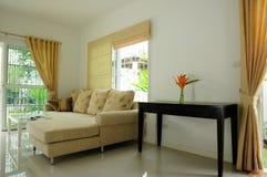 Den Home lyxiga interioren dekorerar bred plats royaltyfri bild