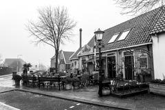 Den Hoorn, die Niederlande - 25. Februar 2010: Lokales Restaurant in der Kleinstadt Den Hoorn auf Texel-Insel lizenzfreie stockbilder