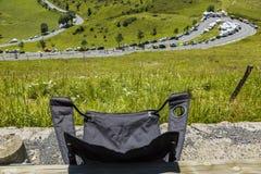 Den hopfällbara stolen av en åskådare - Tour de France 2014 royaltyfri fotografi