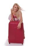 Den härliga flickan med en resväska Royaltyfri Foto