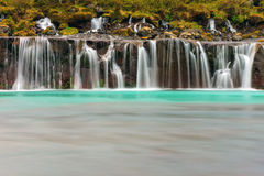 Den härliga Hraunfossaren, Island Arkivbilder