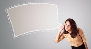 Den härliga kvinnan som göra en gest med abstrakt anförande, bubblar kopierar utrymme Arkivfoton