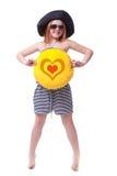 Den härliga unga elementära åldern skolar flickan med stort gult leende Royaltyfri Foto