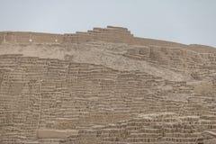 Den Huaca Pucllana pre-incaen fördärvar i det Miraflores området - Lima, Peru Royaltyfria Bilder