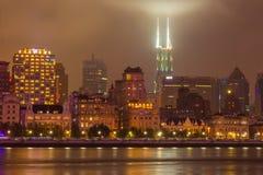 Den Huangpu riverfronten på Binjiang parkerar, Shanghai royaltyfria bilder