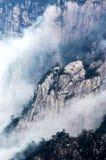 den huangshan monteringen stenar konstigt Fotografering för Bildbyråer