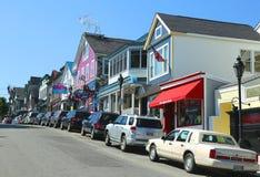Den hummerrestauranger och souvenir shoppar i den historiska stånghamnen, Maine Royaltyfri Fotografi