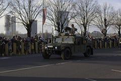 Den Humvee harnesken på militar ståtar i Lettland Arkivfoton