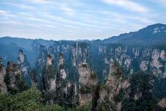 Den Hunan Zhangjiajie medborgaren Forest Park, den magiska annalkande `en för gammal husfält` når en höjdpunkt Royaltyfri Bild