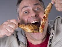 Den hungriga kött-äta mannen som är ingen bantar Arkivfoto