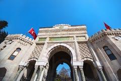 Den huvudsakliga fasaden av det Istanbul universitetet Fotografering för Bildbyråer