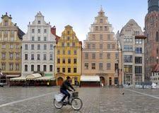 Den huvudsakliga fyrkanten av den historiska mitten av Wroclaw Arkivfoton