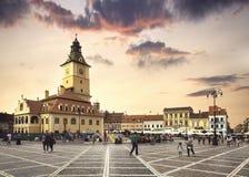 Den huvudsakliga fyrkanten av den medeltida staden av Brasov, Rumänien Oktober 10., 2015 Arkivbilder