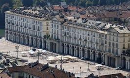 Den huvudsakliga fyrkanten i den turin staden i Italien kallade Piazza Vittorio Veneto Arkivfoto