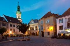 Den huvudsakliga fyrkanten i Sopron arkivbilder