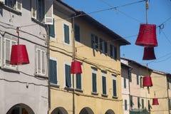 Den huvudsakliga gatan av Ponsacco, Tuscany Royaltyfri Fotografi