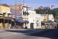 Den huvudsakliga gatan i historiska änglar campar, guldruschstaden, Kalifornien arkivfoton